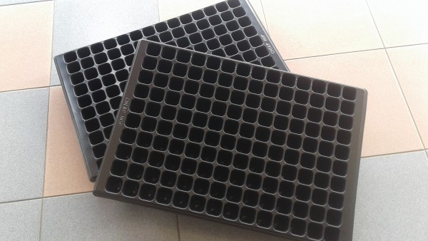 Seedling Tray 140 Holes1